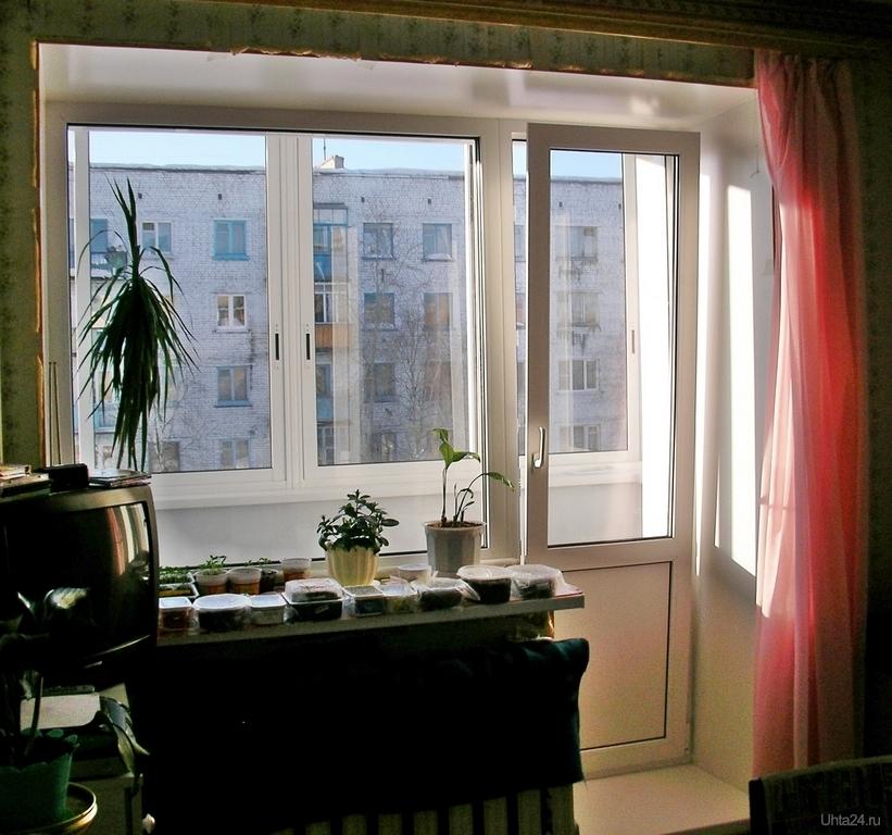 Фотография балконный блок в кирпичном доме. дверь поворотно-.